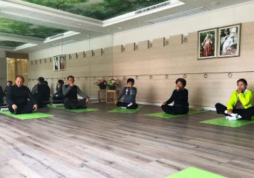 old-age-yoga-thumb.jpg